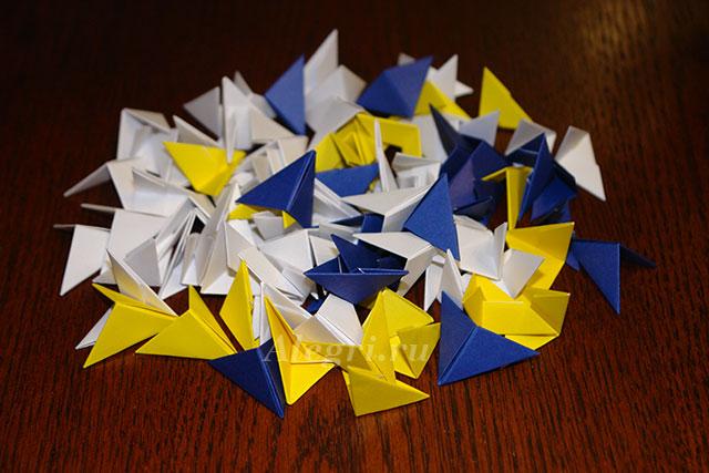 Схемы по сборке модулей найдёте.  Для изготовления карандашницы будем использовать три цвета бумаги: синюю...