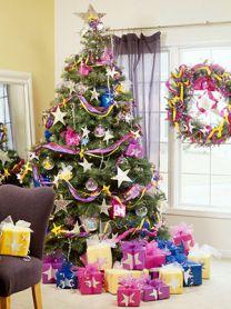 Елки с новогодними украшениями